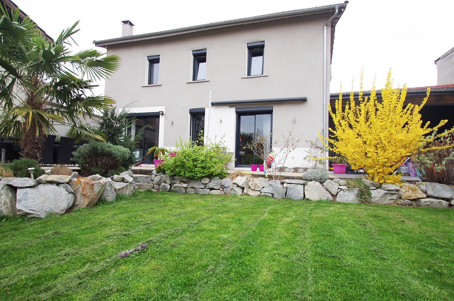 Vente maison au coeur de st priest village r novation for Prix renovation totale maison au m2