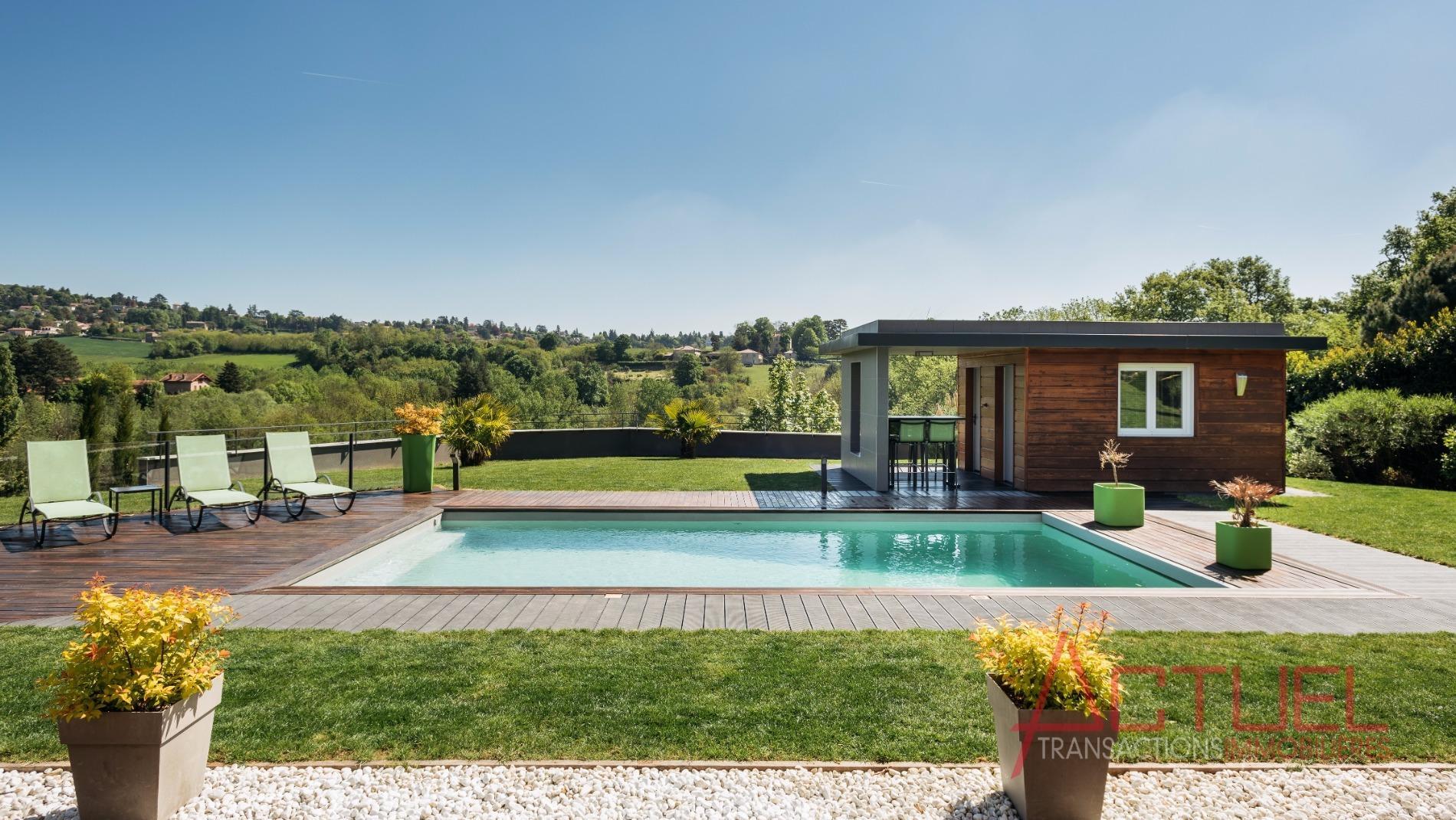 Vente maison limonest avec vue panoramique for Piscine limonest